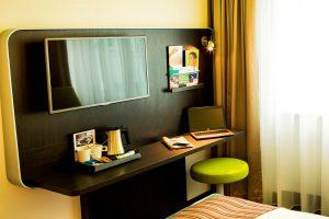 Willkommenstablett im Hotelzimmer